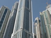 Lo sguardo al cielo ed ecco gli edifici di Dubai