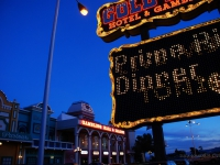 Golden Strike - Insegna caratteristica di un hotel/casinò degno di essere il set per un film di Q. Tarantino (Nevada)