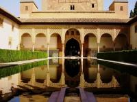 Alhambra - All'interno della fortezza araba a Granada (Andalusia)
