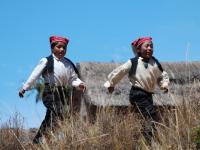 Giochi - Il cappello bianco e rossa indica lo status di uomo non sposato