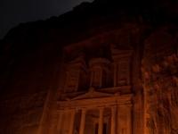Il Tesoro di notte, illuminato esclusivamente da decine di lanterne a olio