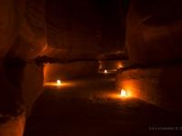 Il Siq illuminato dalle lanterne