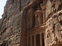 L'edificio scolpito più noto del sito archeologico si chiama Tesoro (Al-Khazneh). vi ricordate Indiana Jones e l'ultima crociata?