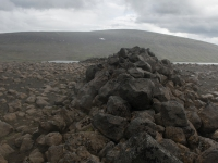 Panorama lungo l'altopiano Modrudalsoraefi - due lingue di un ghiacciaio che avanzavano l'una verso l'altre hanno accumulato questi massi giganteschi formato una curiosa e dritta striscia rocciosa