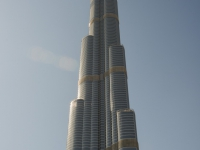 Il King of the Buildings, record su record, 828 m, 163 piani, ascensori come jet.... il Burj Khalifa. Credo sia l'opera di ingegneria civile più avveniristica del mondo!