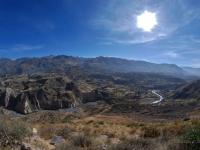 Colca Valley - Terrazze coltivate da secoli scendono i pendii lungo il fiume Colca (Perù)